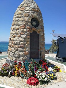 Hermanus_war-memorial01-poppy-day
